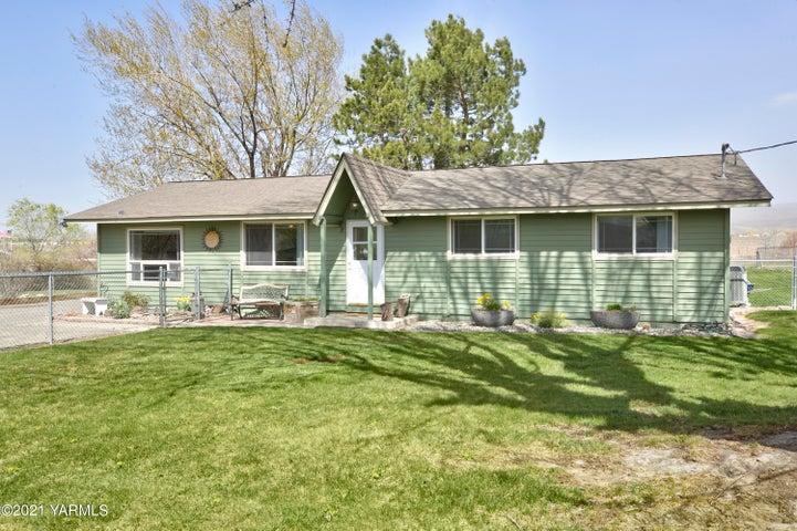 1111 Deeringhoff Rd, Moxee, WA 98936