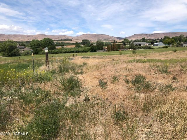 289 Davell Rd, Yakima, WA 98901