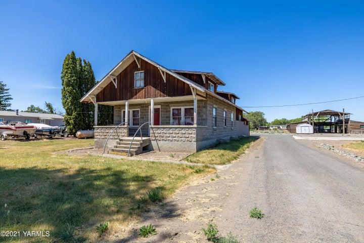 1460 N Camas Rd, Wapato, WA 98951