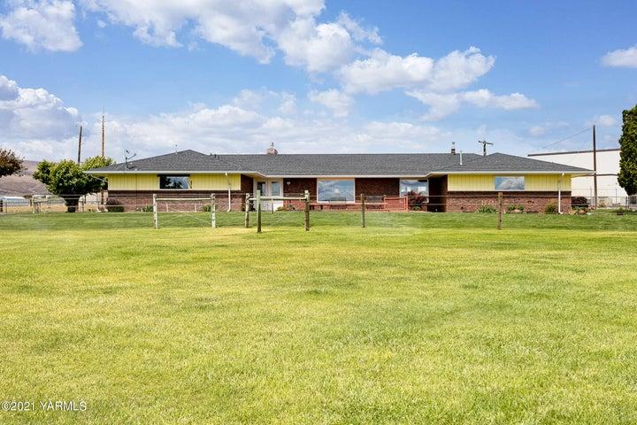 210 Tipp Rd, Yakima, WA 98901